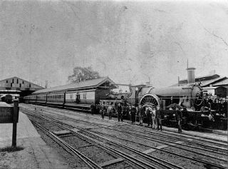 0_640px-GWR_Dragon_at_Taunton_1892_50p